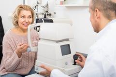 Проверять зрение в клинике Стоковое Фото