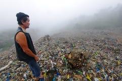 проверять погань горы человека Стоковая Фотография