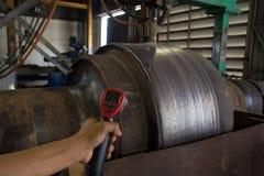 Проверять сталь жары температуры во время заварки Стоковые Фотографии RF