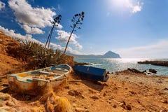 Провинция Трапани, Сицилия, Италия - взгляд залива и пляжа моря от береговой линии между каподастром lo San Vito и Scopello стоковая фотография rf