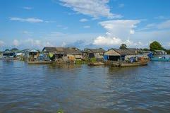 Провинция Chhnang Kampong дом реки makong около горы kongrie в Королевстве Камбоджи около границы Таиланда Стоковые Фотографии RF