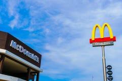 Провинция Khonkaen, Таиланд - 20-ое декабря 2015: Логотип McDonalds Стоковые Фото