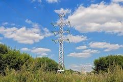 Провода высокого напряжения, поддержки линии электропередач Стоковое Изображение RF