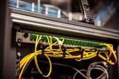 Провода сетевого сервера и интернета стоковое фото