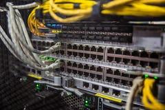 Провода сетевого сервера и интернета стоковое изображение rf