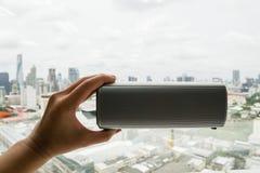Проводите беспроволочного диктора bluetooth с левой рукой Стоковая Фотография