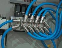 проводы голубого соединения принципиальной схемы металлические Стоковые Фотографии RF