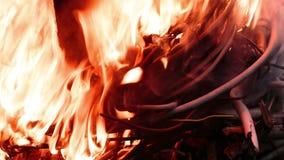 Провод электровзрывной сети в огне видеоматериал
