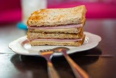 Провозглашанный тост сандвич с ветчиной и сыром стоковые изображения rf