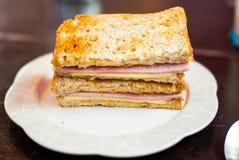 Провозглашанный тост сандвич с ветчиной и сыром стоковые изображения