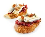 Провозглашанный тост хлеб с вареньем и бри Стоковые Фотографии RF