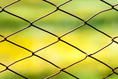 Провод безопасностью загородки металлический ржавый сетчатый Стоковая Фотография RF