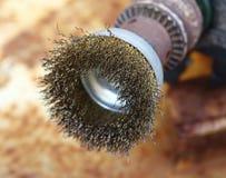 провод белизны щетки предпосылки Стоковая Фотография RF