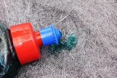 Провод серой чистки стальной с жидкостью для чистки Стоковая Фотография RF