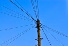Провод телефона на поляке Стоковые Изображения RF