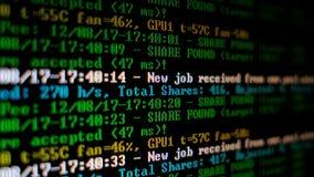 Программа процесса Cryptocurrency минирования на ПК дисплея Используя программное обеспечение Найденная доля Стоковое Фото