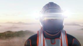 Прогулка астронавта на планете чужеземца Марсианин дальше повреждает Концепция научной фантастики Реалистическая анимация 4K
