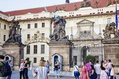 Прогулка весны на замке Праги Стоковая Фотография