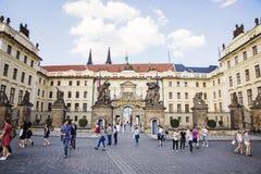 Прогулка весны на замке Праги Стоковые Изображения