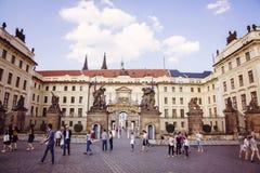 Прогулка весны на замке Праги Стоковые Фотографии RF