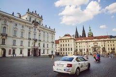 Прогулка весны на замке Праги Стоковые Изображения RF