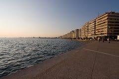 Прогулка во время захода солнца на Thessaloniki, Греции стоковое фото rf
