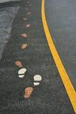 Прогулка ноги на дороге Стоковое фото RF
