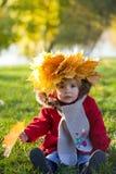 прогулка парка девушки осени Стоковое Изображение