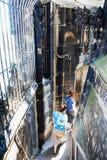 Прогулка посетителей от купола собора Кёльна Стоковые Изображения