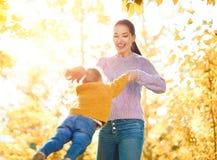 прогулка семьи осени Стоковое фото RF