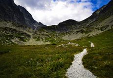 Прогулка через долину горы Стоковые Изображения RF