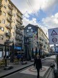 Прогулки человека битника улицы городского милана, Corso Garibaldi, Италии стоковые изображения