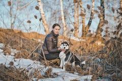 Прогулка весны с собакой 2556 Стоковое Изображение RF