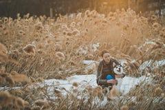 Прогулка весны с собакой 2559 Стоковые Изображения RF
