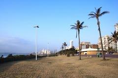 Прогулка выровнялась с гостиницами вдоль Durbans золотого m Стоковые Фотографии RF