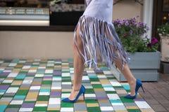 Прогулка в голубых ботинках Стоковое Фото