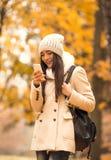 Прогулка в парке осени Стоковое фото RF
