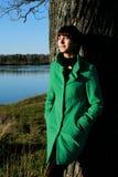 Прогулка девушки в парке Стоковая Фотография RF