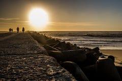 Прогулка захода солнца Стоковое Изображение RF