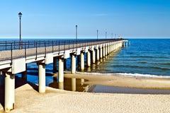 Прогулка идет в море… Город-курорт Pionersky, Россия Стоковая Фотография RF