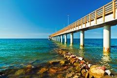 Прогулка идет в море… Город-курорт Zelenogradsk (Cranz), область Калининграда, Россия Стоковая Фотография