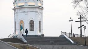Прогулка около часовни St Paraskeva акции видеоматериалы