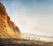Прогулка пляжа захода солнца, Сан-Диего, Калифорния Стоковые Изображения RF