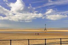 Прогулка пляжа, Crosby, Ливерпуль Стоковая Фотография
