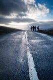 Прогулка семьи в участках земли Йоркшира Стоковые Изображения RF