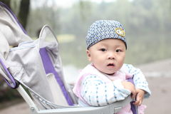 прогулочная коляска младенца Стоковые Изображения RF
