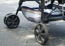 Прогулочная коляска для младенца стоковое фото