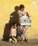 продавать детей конфеты Стоковая Фотография