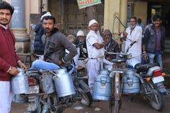 Продавать молоко в Jamnagar Стоковое фото RF