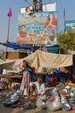 Продавать утвари и лотки кухни в улицах Pushkar Стоковая Фотография RF